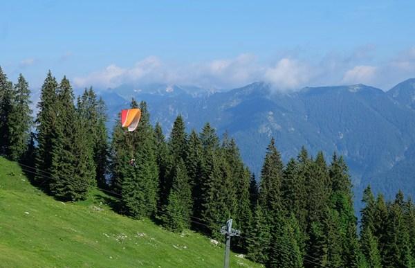...die Paraglider beim Starten beobachten.