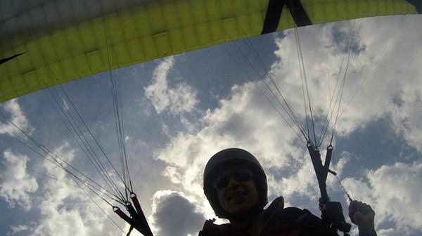 Paragliding in den Bergen