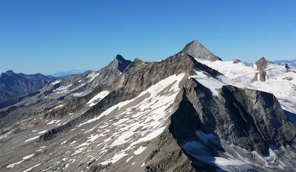 Gipfelaussicht in Richtung Olperer