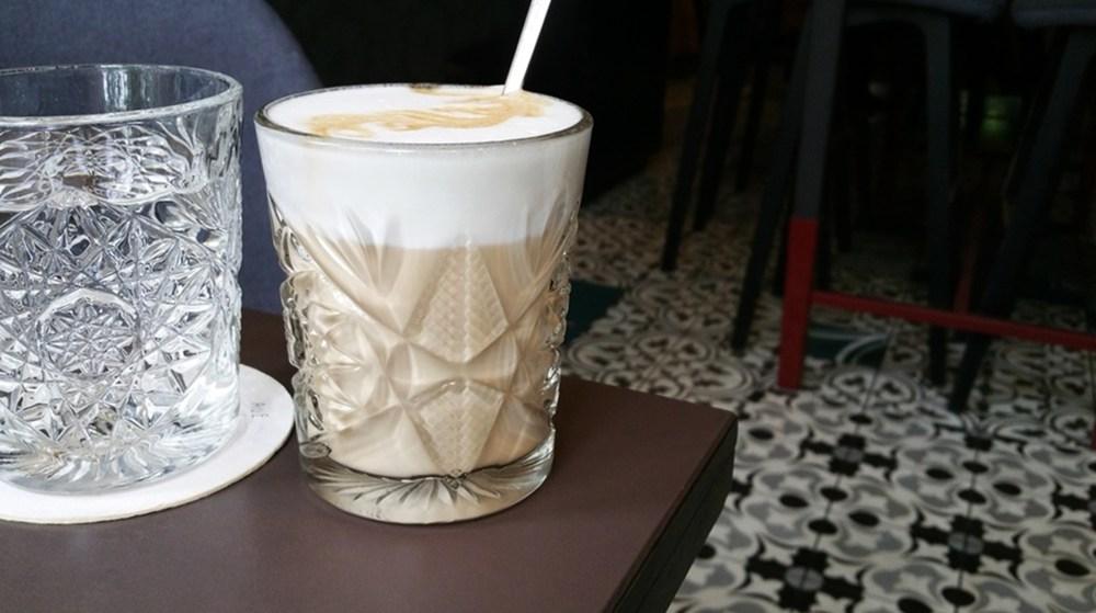 Wasser und Kaffee im Cafe Promenade in Graz