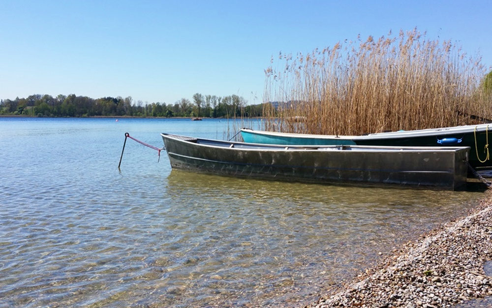 Idylle mit Booten am Chiemsee