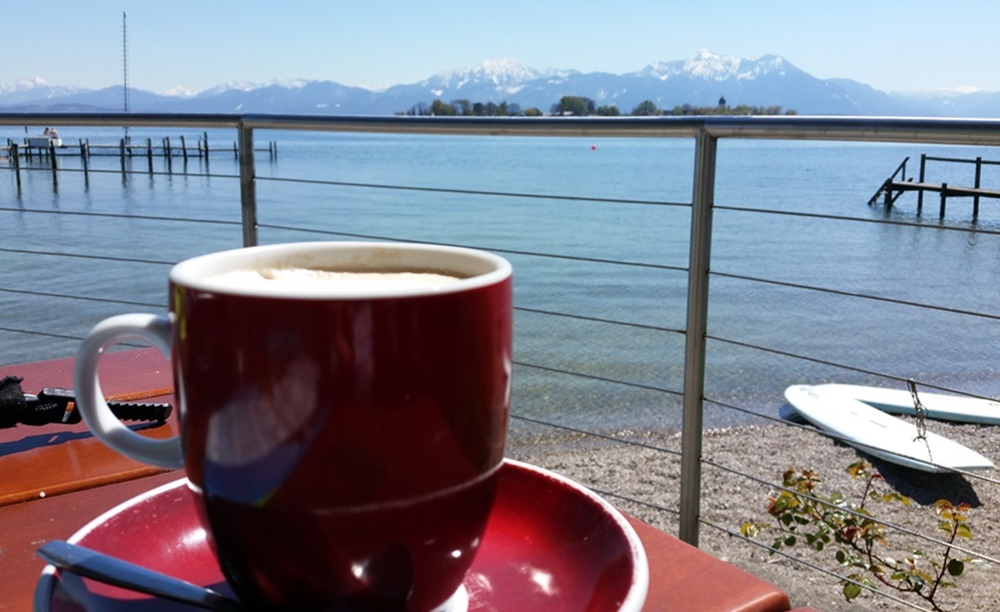 Kaffee mit Aussicht auf den Chiemsee in Gstadt