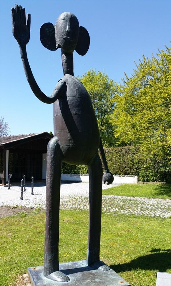 """Kunst in Seebruck: Der """"Wächter im Garten Eden"""" von Prof H. Kirchner"""