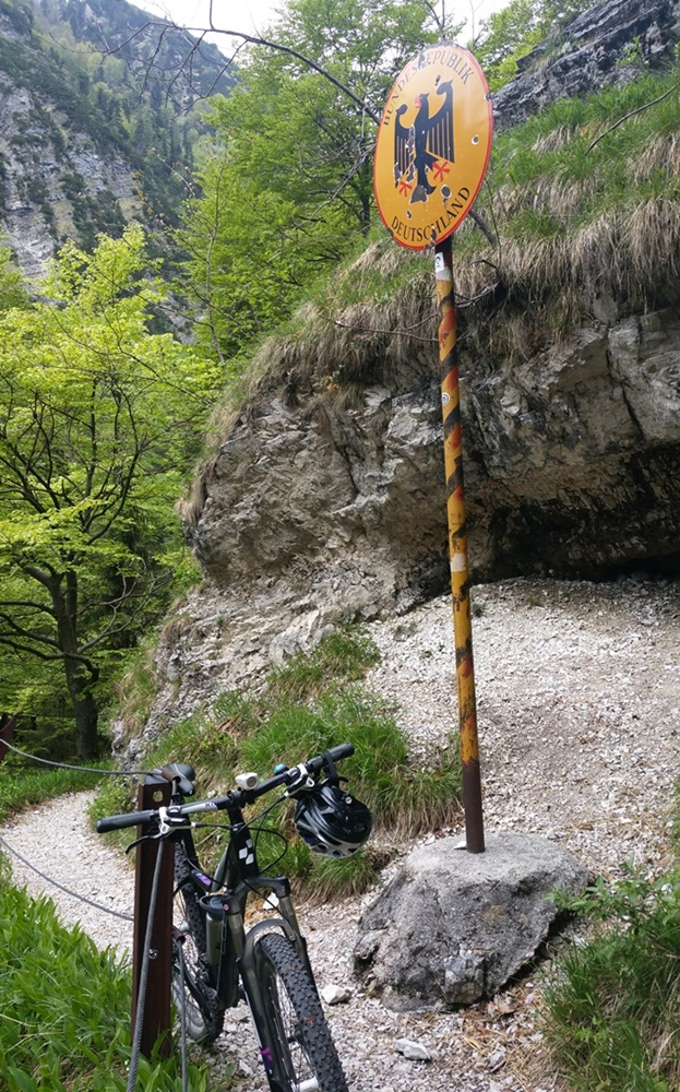 Grenze Deutschland Österreich am Staubfall