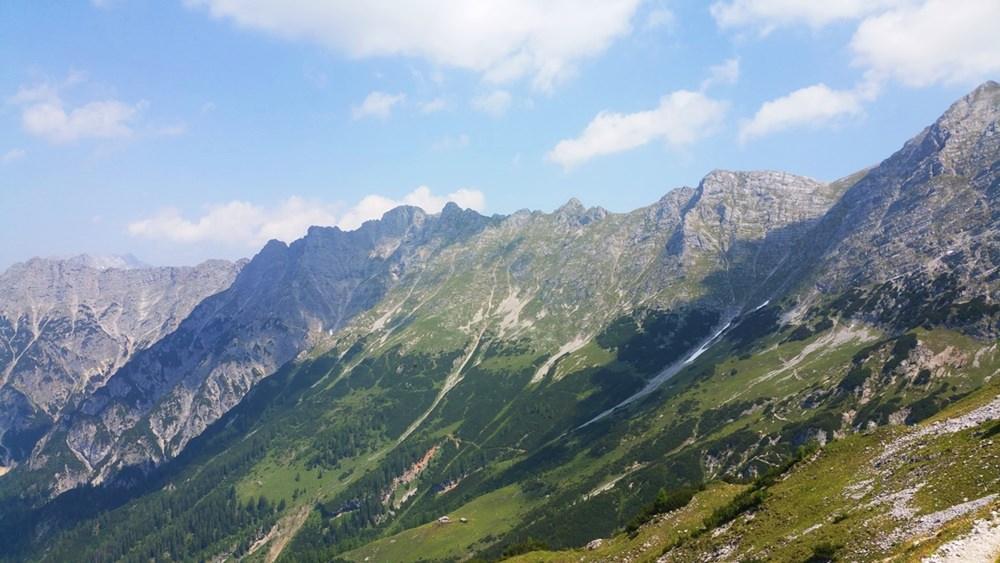Ausblick von der Peter-Wiechenthaler-Hütte auf die Berchstesgadener Alpen