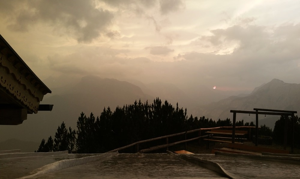 Gewitterstimmung am Abend auf der Peter Wiechenthaler Hütte bei Saalfelden