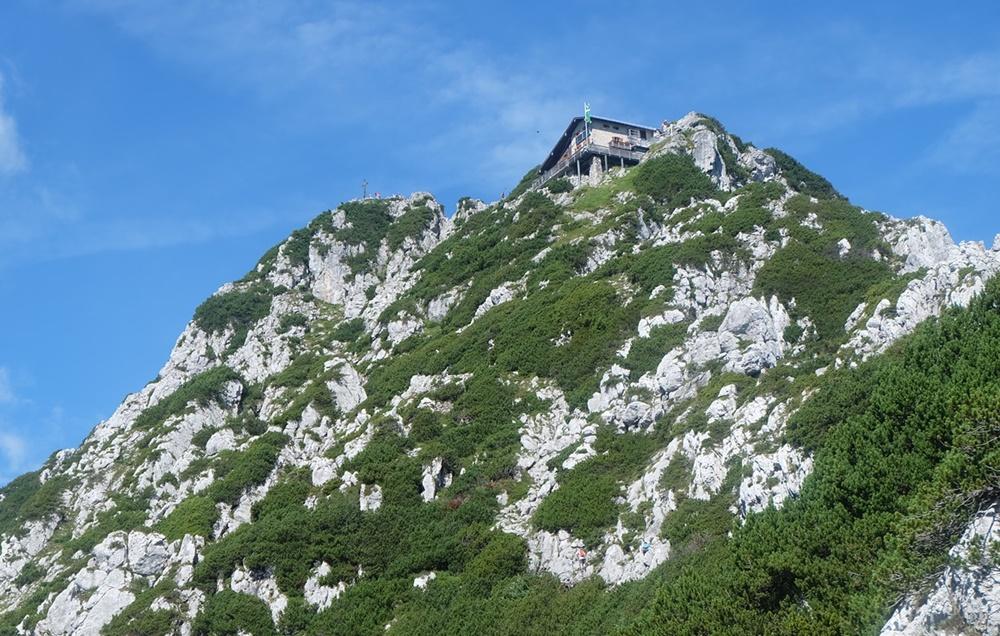 Blick zum Hochstaufen Gipfel und zum Reichenhaller Haus