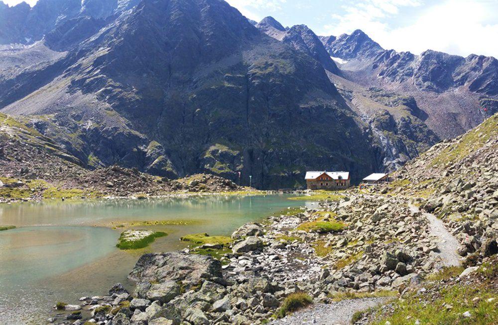 Der Winnebachsee mit der Winnebachseehütte/ Österreich