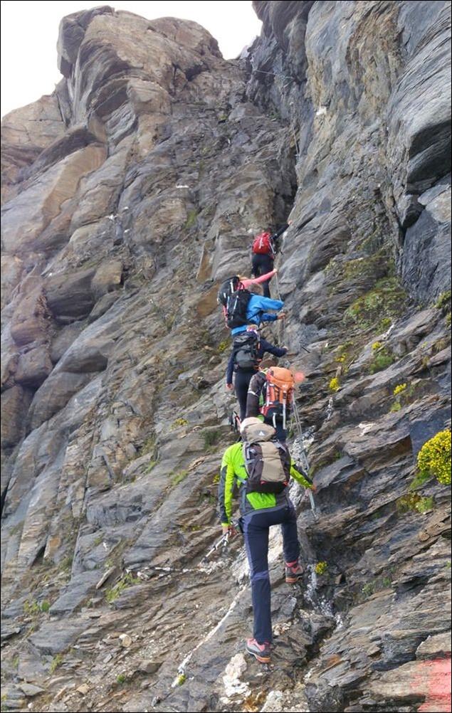 Anstehen zum Klettern: die Schlüsselstelle auf dem Weg zum Wiesbachhorn
