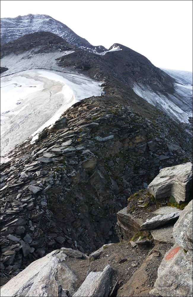 Der erste Blick auf den Grat und auf den Gipfel des Großen Wiesbachhorns