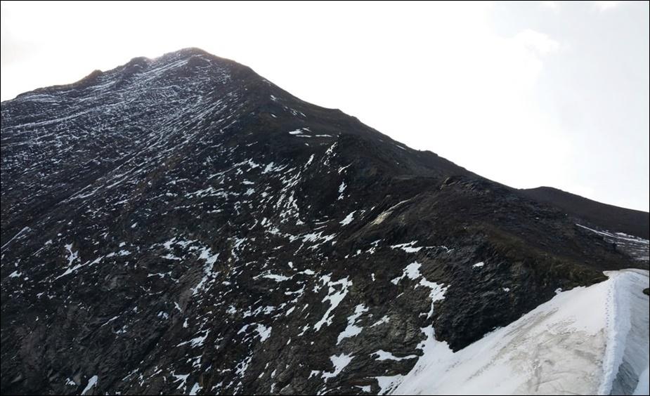 Schwarz Weiß Panorama. Kaindlgrat in den Hohen Tauern.