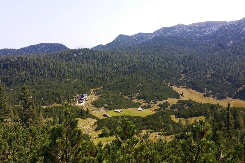 Blick nach unten - vom Weitschartenkopf zur Traunsteiner Hütte_ Reiteralm