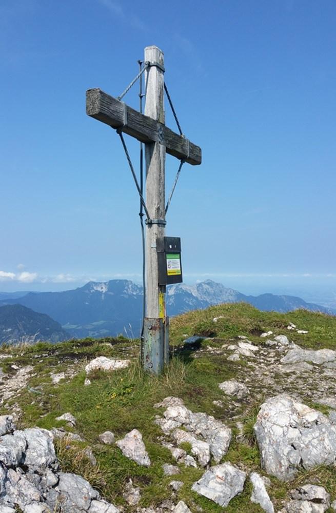 Gipfelkreuz und Gipfelglück am Großen Weitschartenkopf/ Reiteralm
