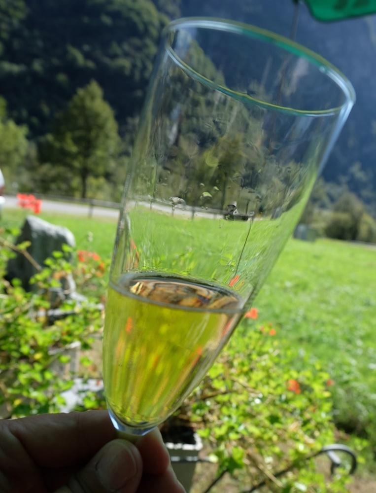 Radlfahren im Tessin: ein Weißer Merlot zwischendurch | Maggiatal, Schweiz