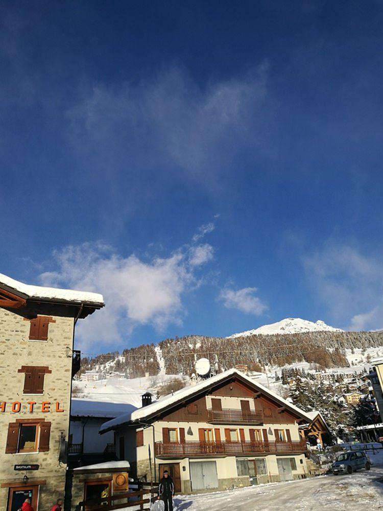 Blick vom Skiverleih Richtung Skigebiet Torgnon