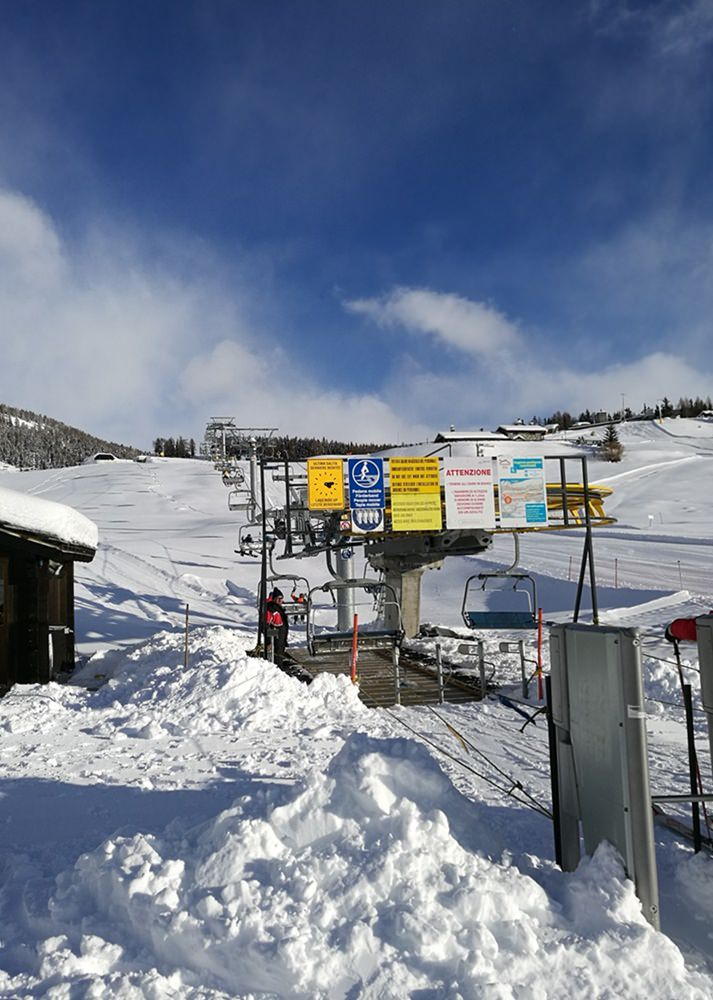 Old-fashioned Sessellift im Skigebiet Torgnon im Aostatal