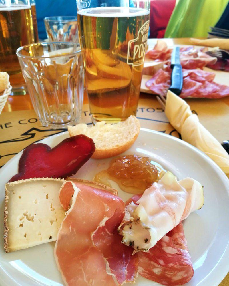 Mittagessen auf der Alpe Gordzà im Aostatal