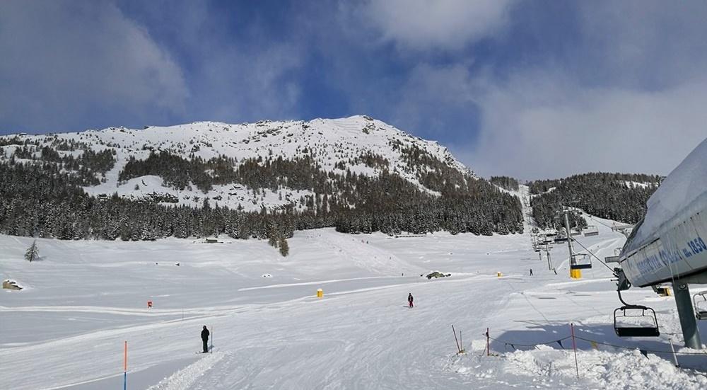 Pistenglück auf italienisch: Rote Pisten im Skigebiet von Torgnon im Aostatal