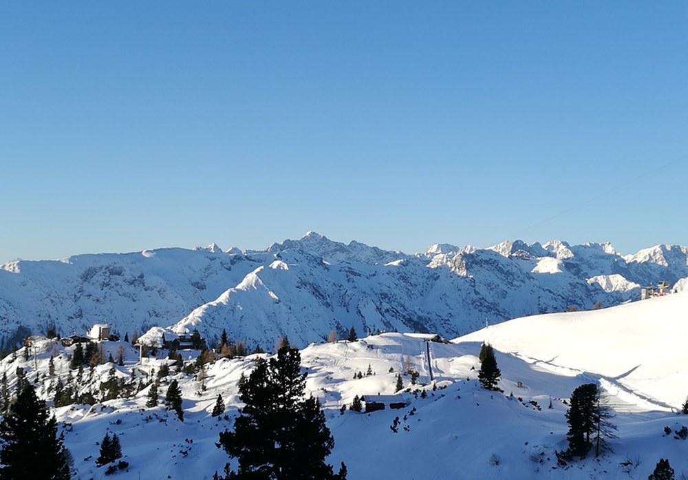 Blick zur Erfurter Hütte und zum Karwendel