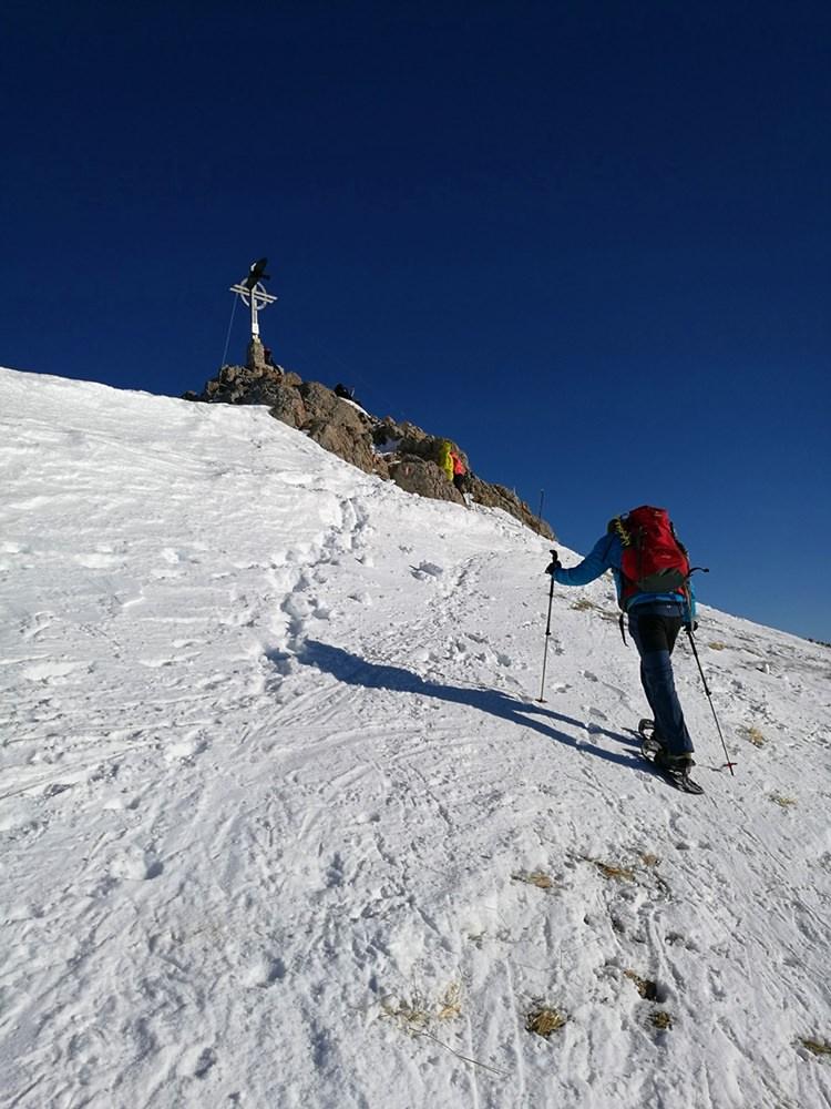 Die letzten Meter zum Gipfelkreuz der Rofanspitze