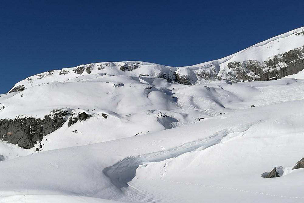 Tief verschneit ist das Hochplateau der Gruba, ein Traum von einer Schneeschuhtour bei diesen Bedingungen.