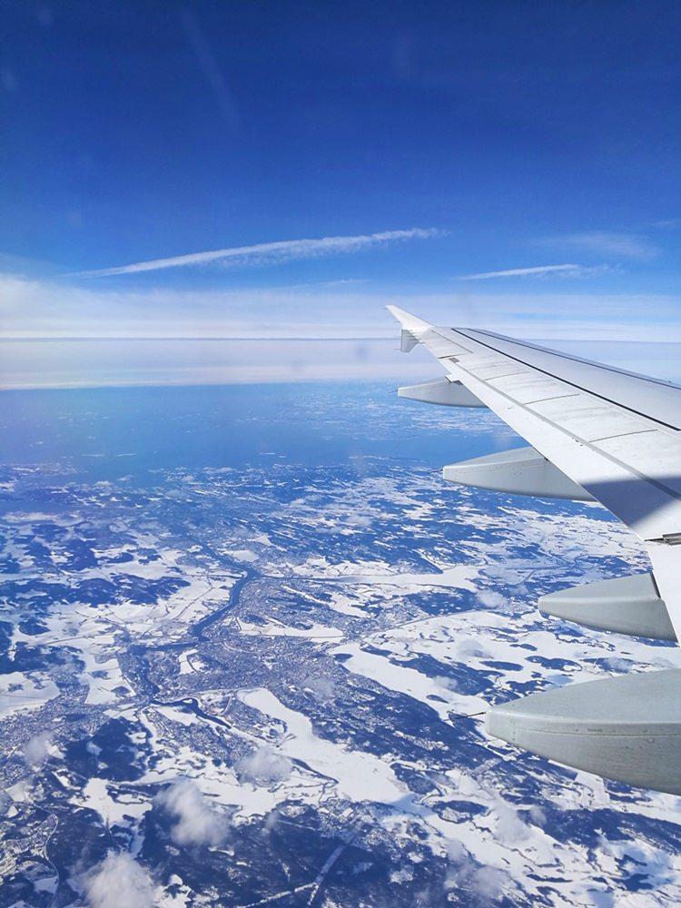 Im Flugzeug über Norwegen im Winter