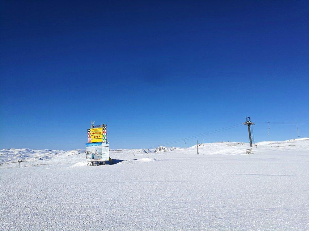 Projekt Pistenglück auf norwegisch: Sonne und Wind im Skigebiet Hovden