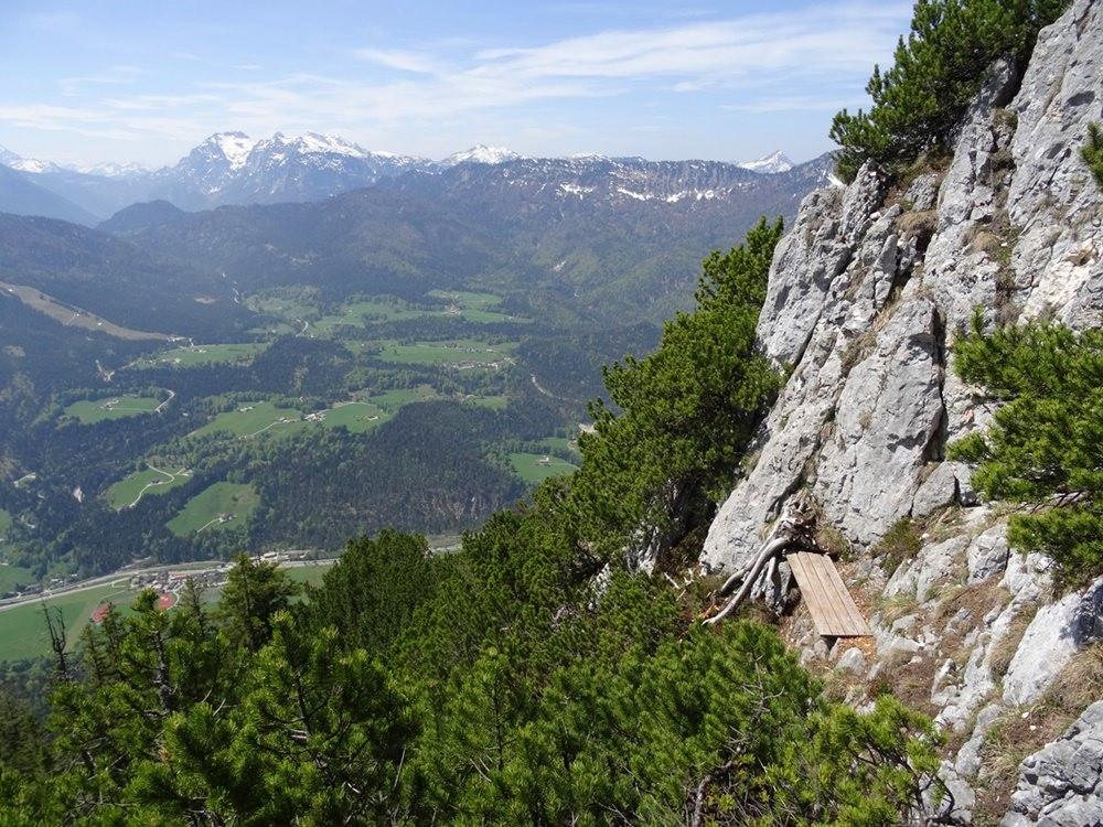 Die Bank knapp unterhalb des Gipfels am Rauhen Kopf/ Berchtesgadener Alpen