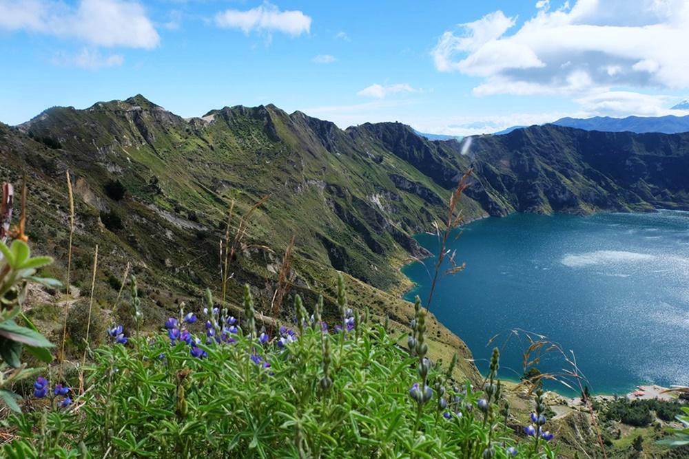 Die Lagune im Krater - Quilotoa in Ecuador