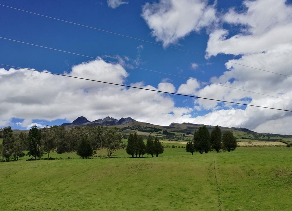Die Avenida de los Vulcanes in Ecuador