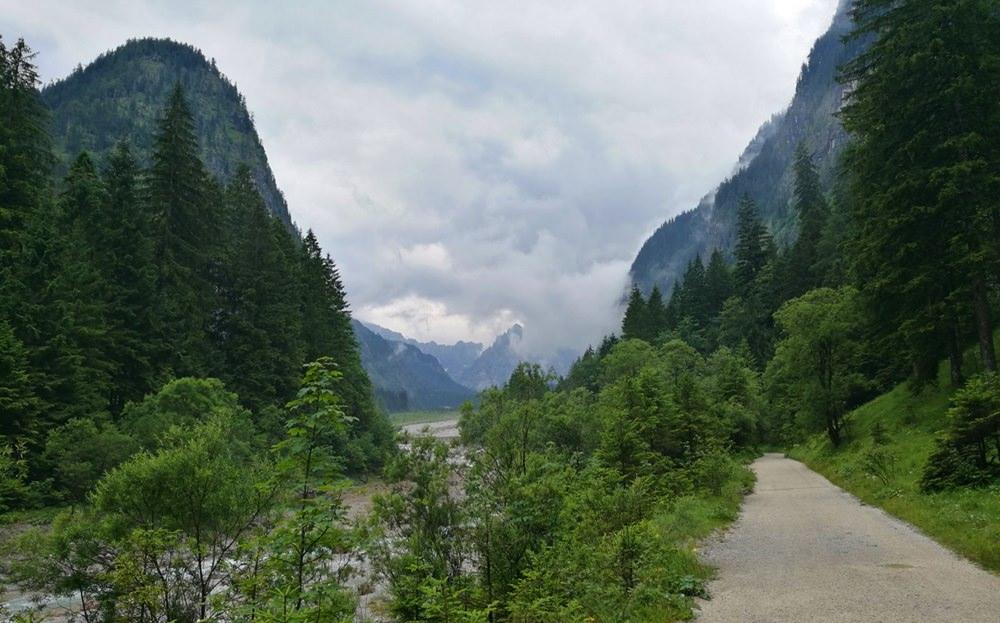 Durchs Wimbachtal zum Wimbachgries - so ein Weg geht bei jedem Wetter, richtig interessant wird es erst später.