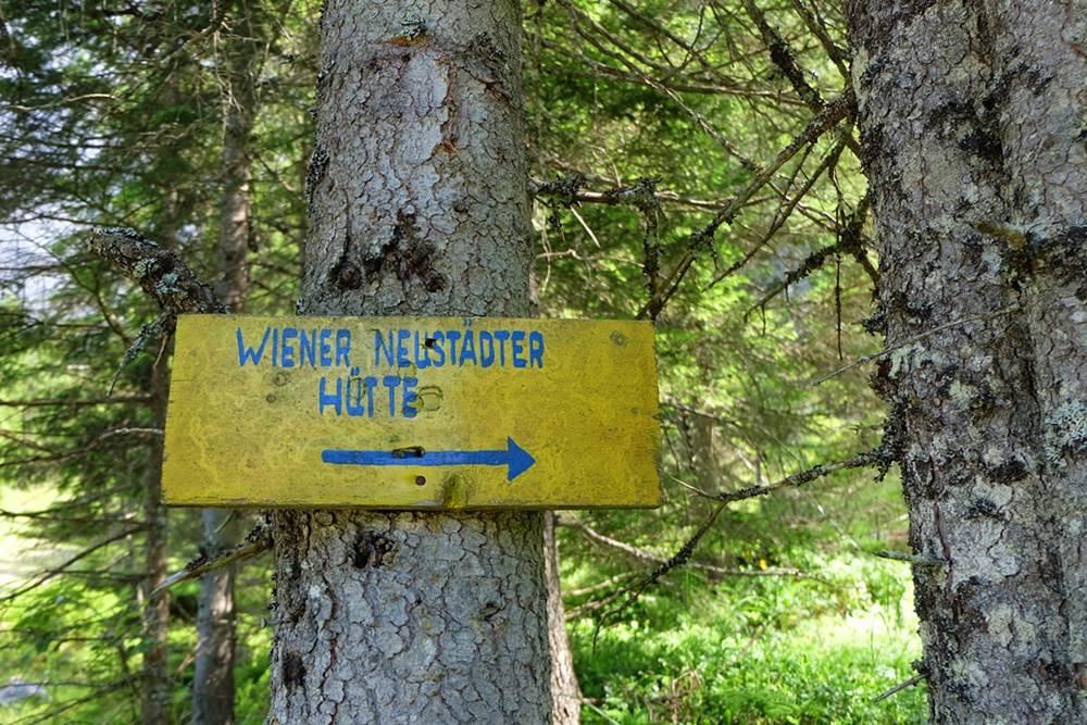 Schild zur Wiener Neustädter Hütte vom Eibsee aus | Zugspitze, Tirol