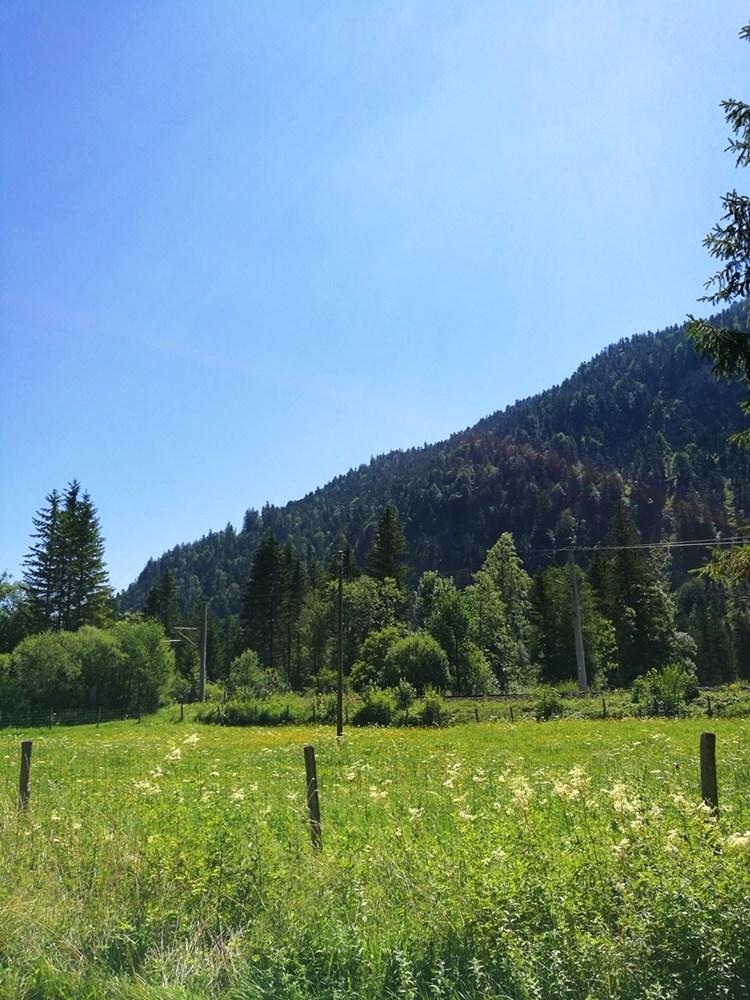 Start der Zugspitz Tour von Westen: über den Wanderparkplatz Griesen