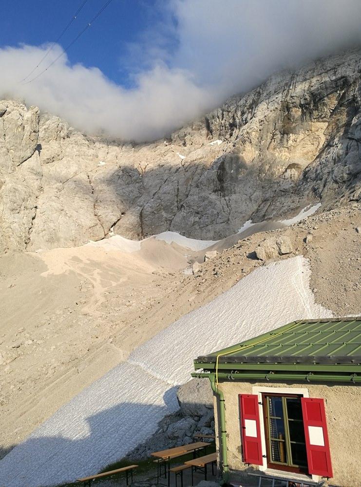 Wiener Neustädter Hütte, mit Blick ins Schneekar, zum Stopselzieher, zur Zugspitze