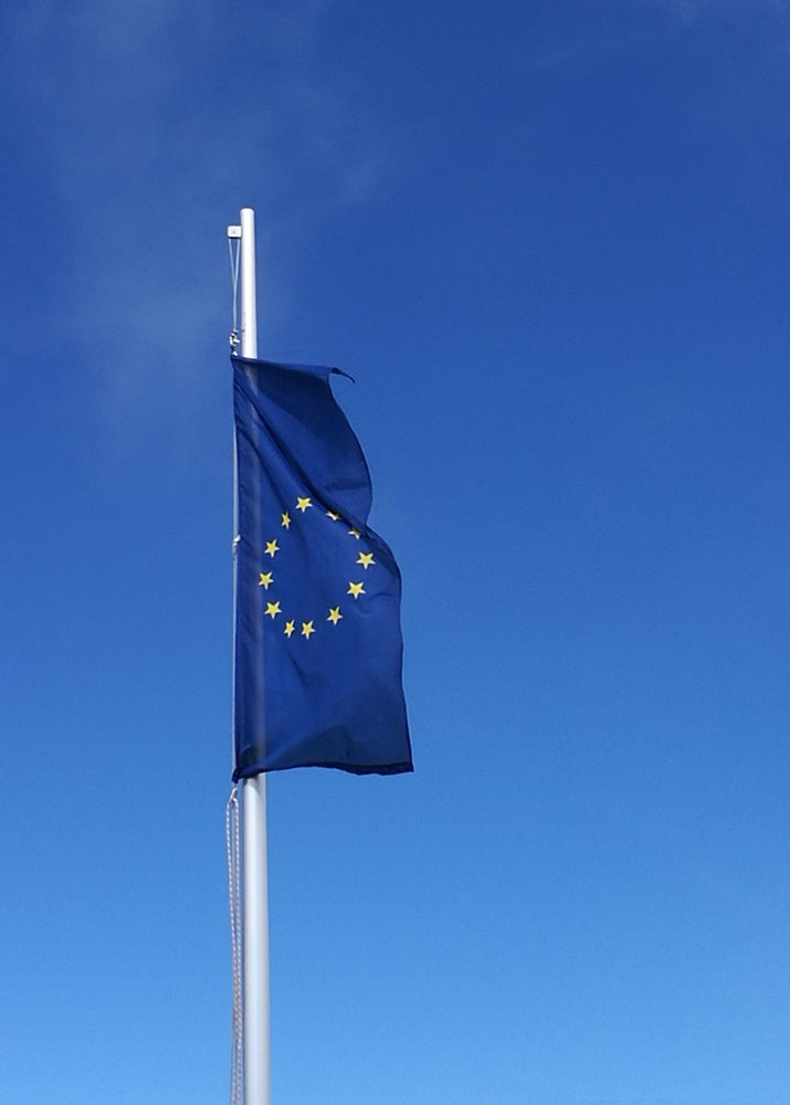 Ein wichtiges Statement in diesen Tagen - eine wehende EU Flagge auf der Zugspitze.