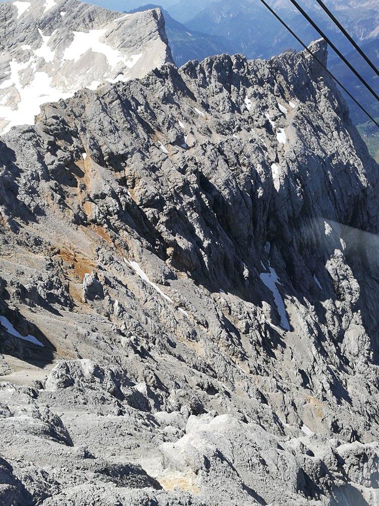 Von oben betrachtet: oberer Teil des Stopselzieher Klettersteigs auf die Zugspitze