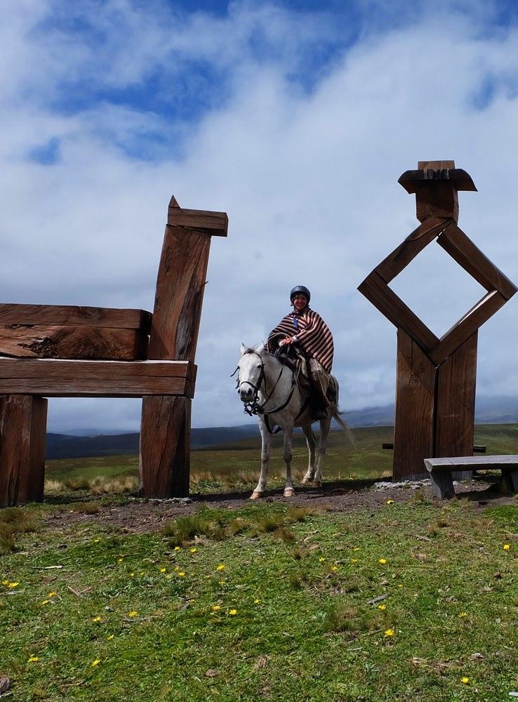 Gipfelglück mit Pferd, am Ordianes de los volcanes in Ecuador