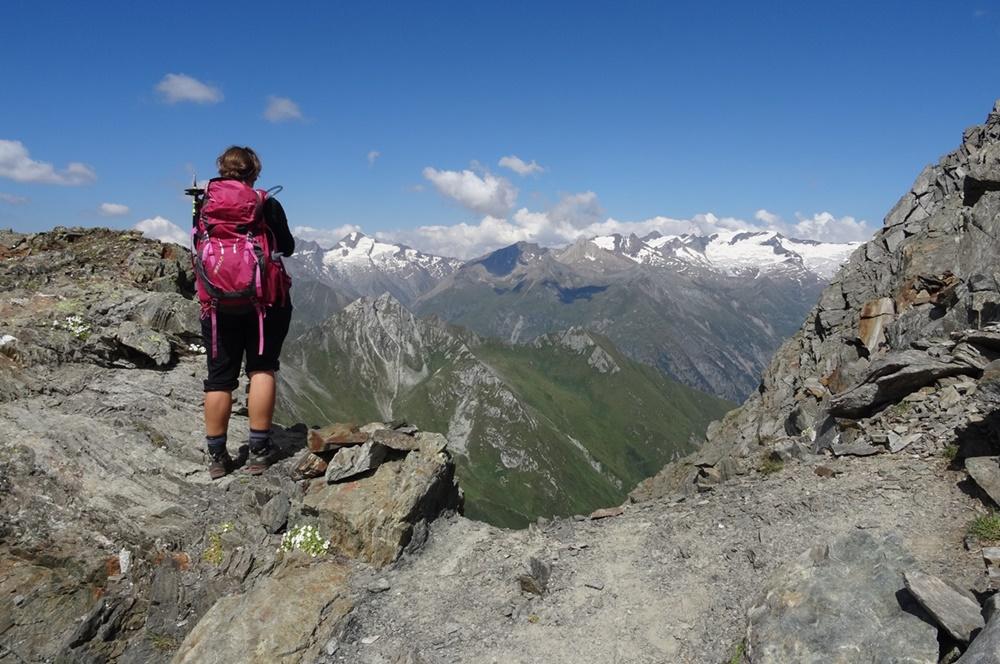 Aussicht genießen am Berger Törl, nur eine kurzes Stück unterhalb des Lasörling Gipfels in den Hohen Tauern
