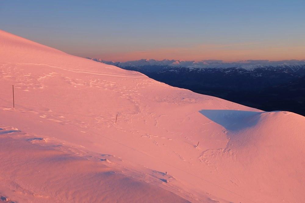 Ostermontag, 6:44 Uhr: die Sonne geht auf über dem Dobratsch in Kärnten, Österreich