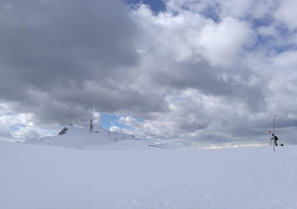 Im Whiteout aus Wolken, Schnee und Graupel kommt der Gipfel nur langsam näher. | Dobratsch, Österreich