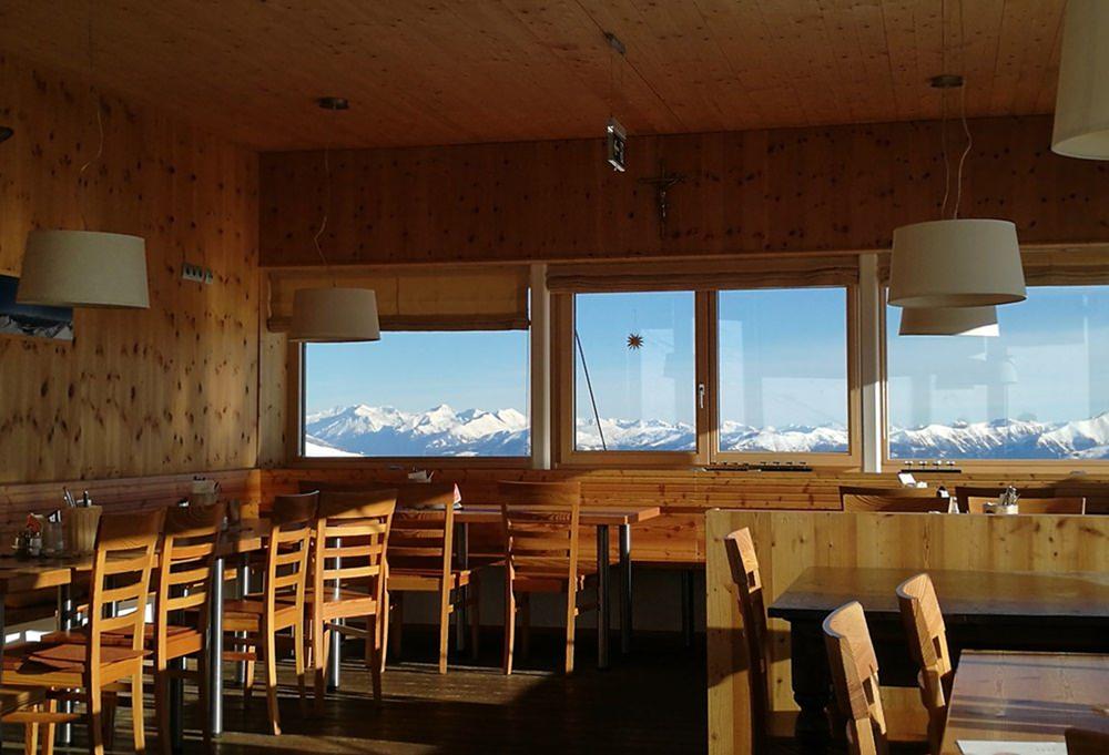 Ausblicke rundum: Hütte und Stube im Dobratsch | Kärnten, Österreich