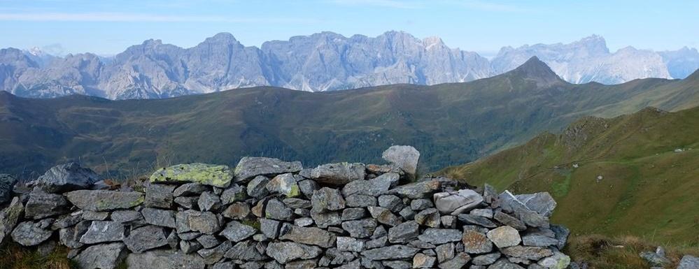 """Gipfelbuch Große Kinigat 2.689 m, der Karnische Höhenweg und Gedanken zu """"Nie Wieder Krieg"""""""