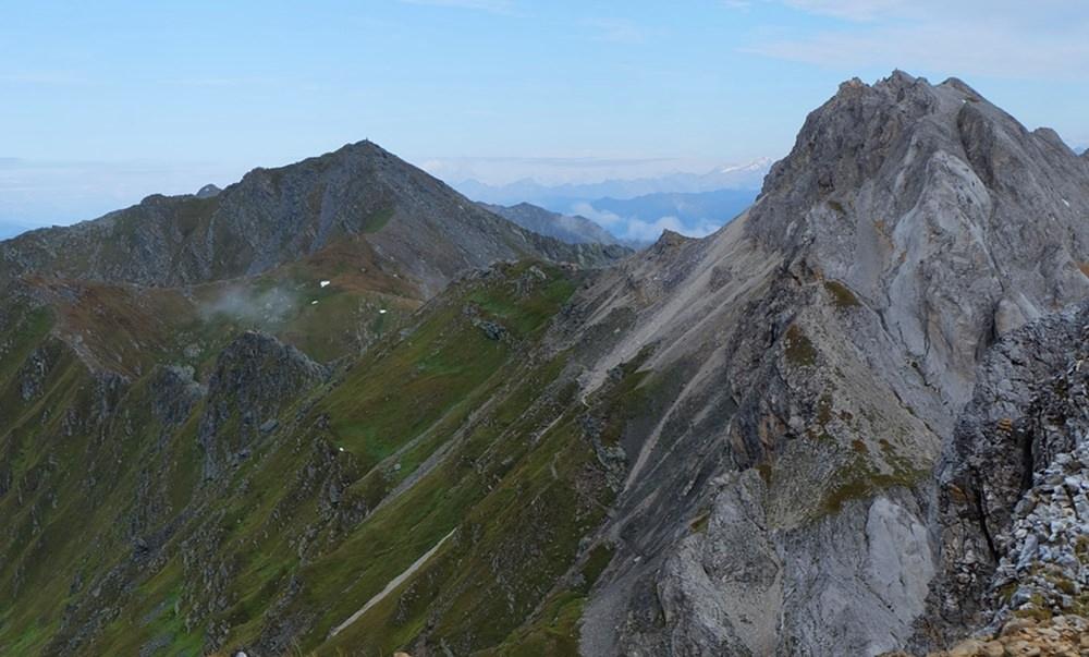 Auf dem Grat unterwegs, auf dem Karnischen Höhenweg zwischen Filmoor Standschützen Hütte und Obstanser See Hütte