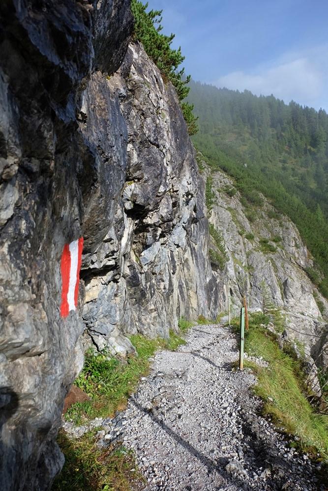 Wanderweg in der Steilwand | Tiroler Gailtal, Österreich