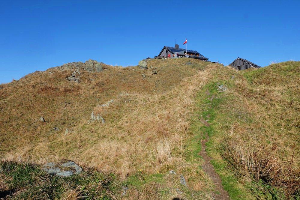 Blick zum Statzerhaus am Hundstein Gipfel | Pinzgau, Österreich