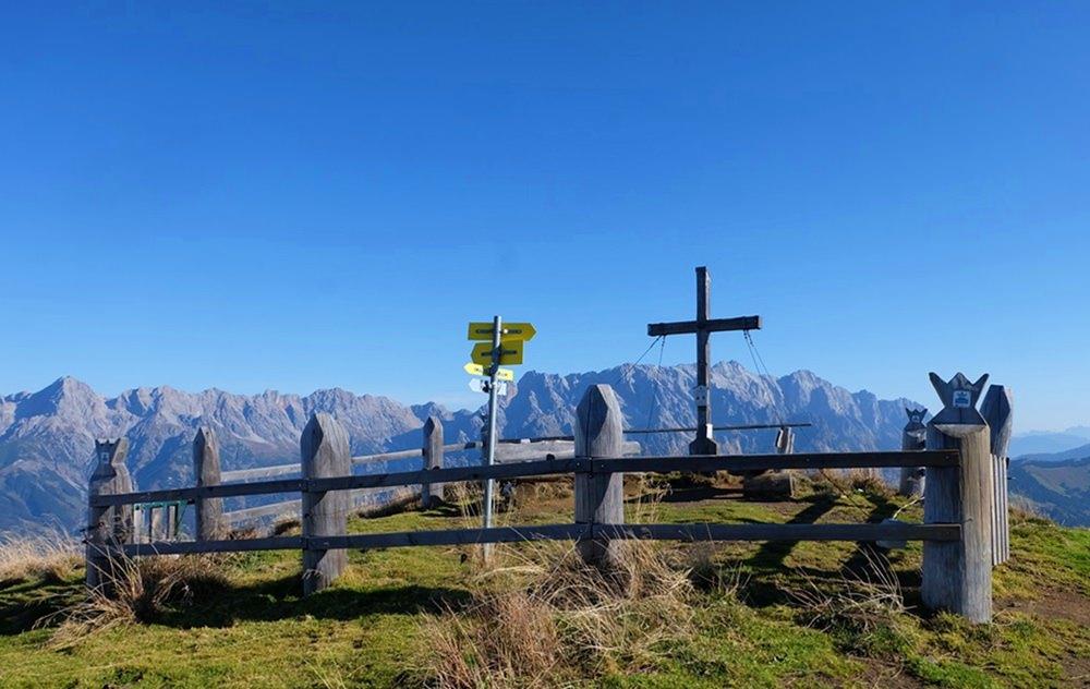 Gipfelkreuz am Klingspitz, gegenüber des Hochkönigs | Österreich