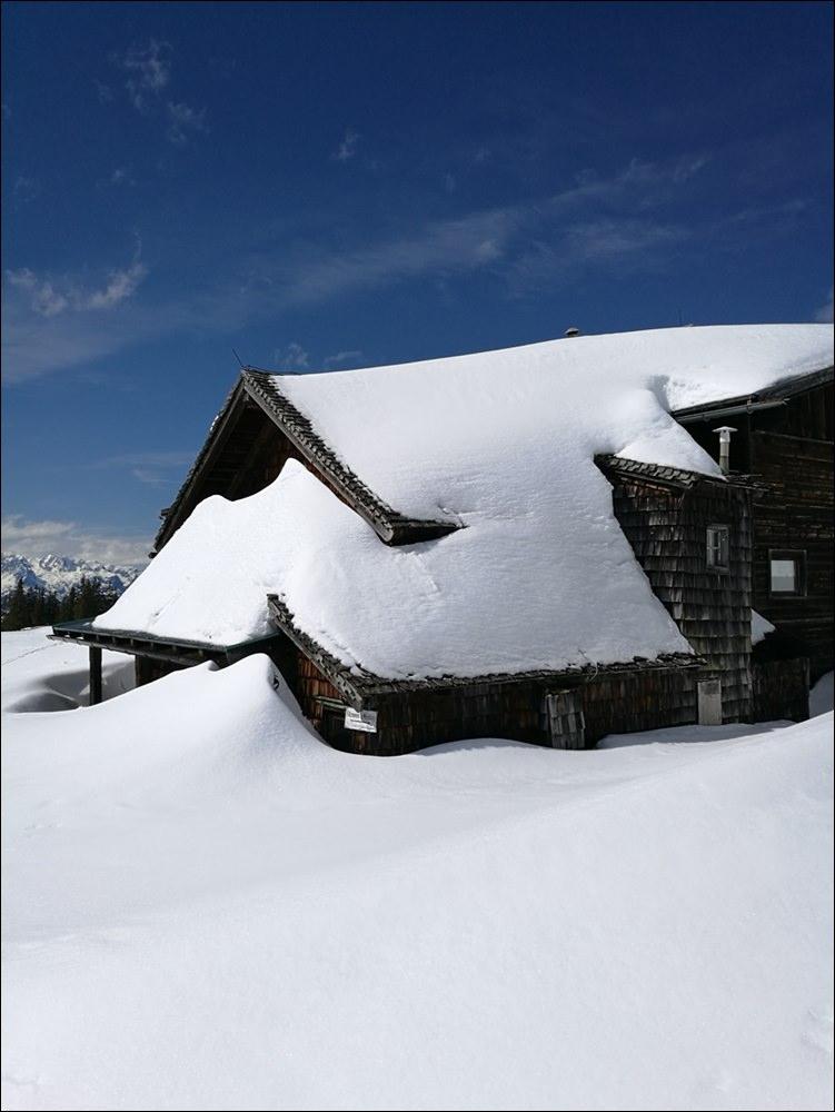 Winterschlaf: die Radstädter Hütte am Rossbrand im Winter | Pongau, Österreich