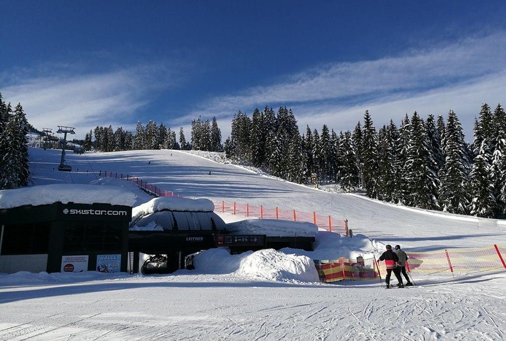 Rote Horrorpiste geschafft, weiter gehts. Ab nach oben mit dem Eichenhof Sessellift. | Skistar St. Johann