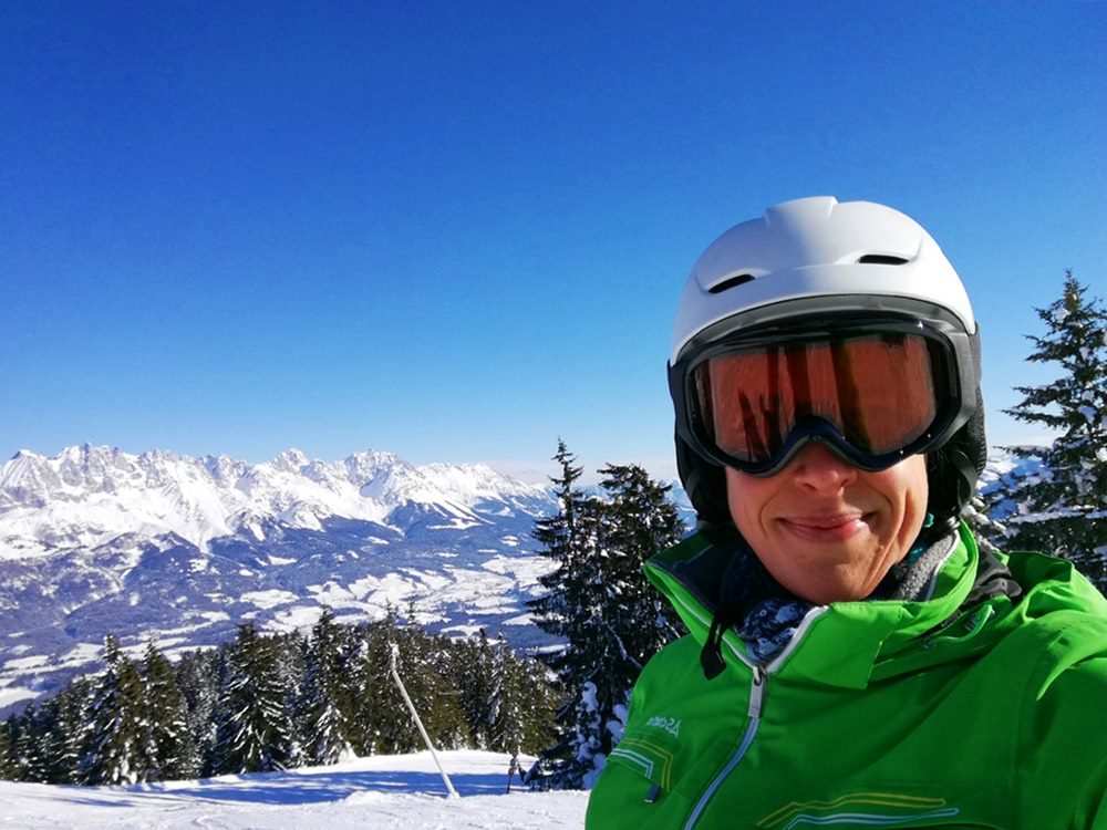 Gipfel-Selfie mit Kaiser-Blick. Ein perfekter Tag zum Skifahren.