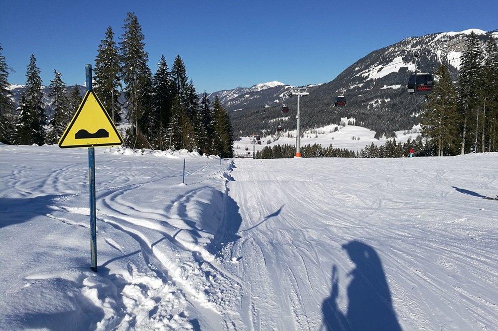 Wellenreiten auf der Skipiste in St. Johann in Tirol